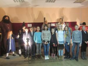 Ученики 7б класса познакомились с необычными и удивительными героями выставки из восковых фигур