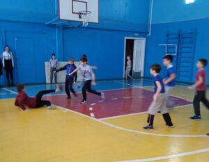Товарищеский матч по мини-футболу среди четвероклассников
