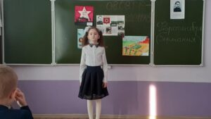 Парта Героя во 2-В классе