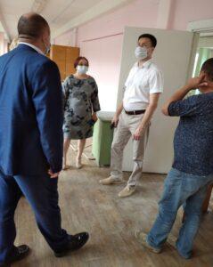 Министр образования и молодежной политики Чувашской Республики Сергей Яковлев курирует ход капитального ремонта в школе